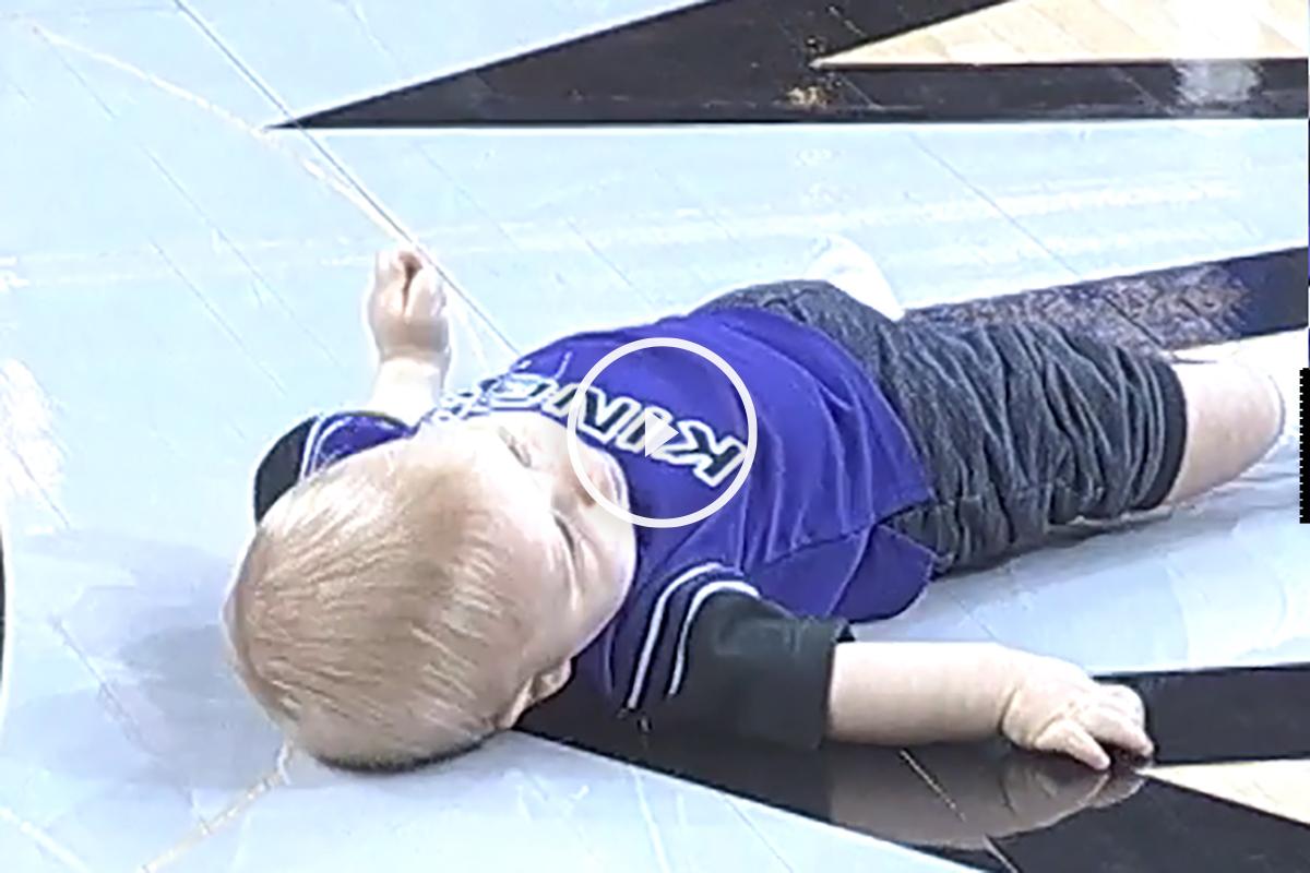Bebé siesta Sacramento Kings
