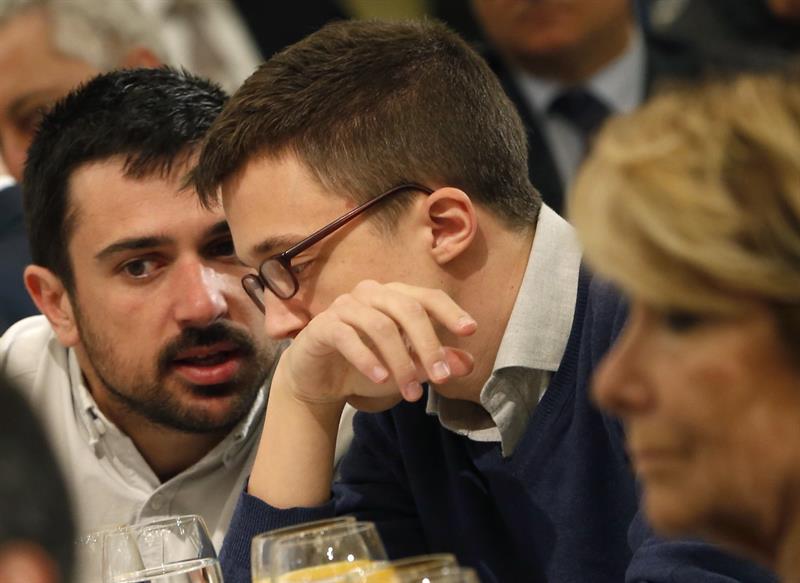 Aguirre, en primer plano, Espinar y Errejón, en segundo. (Foto: EFE)