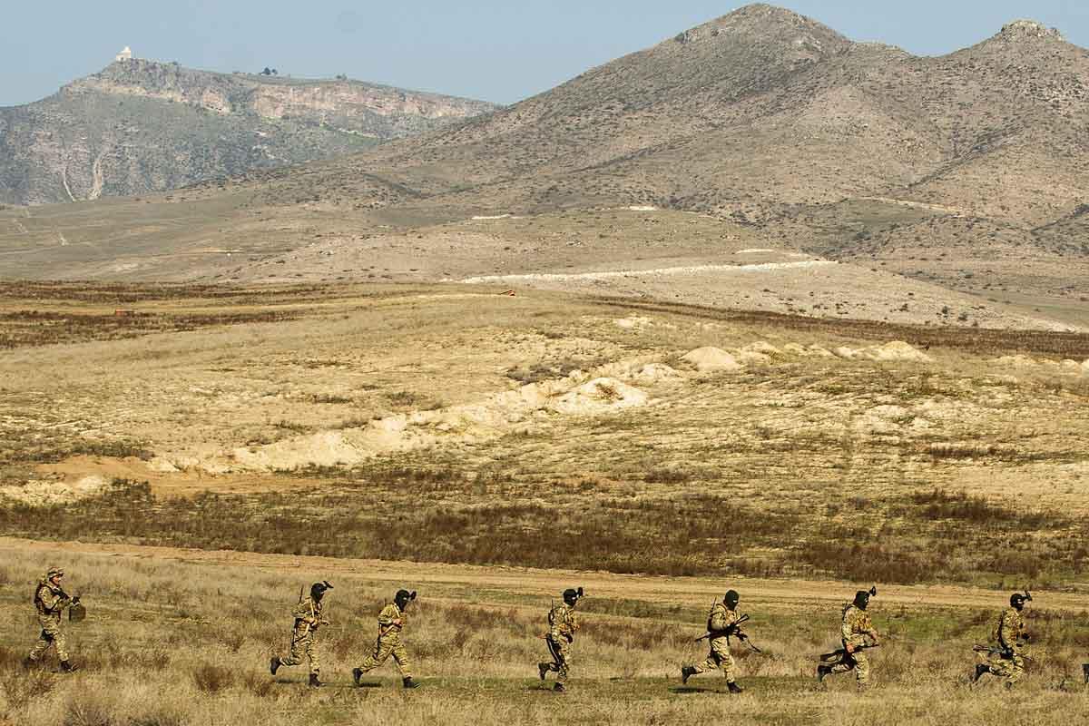 Despliegue de fuerzas en la frontera entre Armenia y Azerbaiyán (Foto: AFP)
