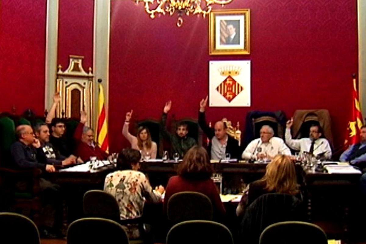 Imagen del Ayuntamiento de Cervera votando el pasado jueves. (Twitter)