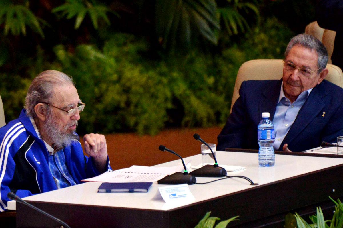 Imagen de Fidel junto a su hermano Raúl Castro. (Reuters)