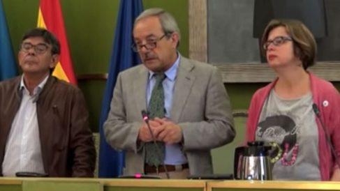 Imagen del tripartito que ostenta el poder en el Ayuntamiento de Oviedo.