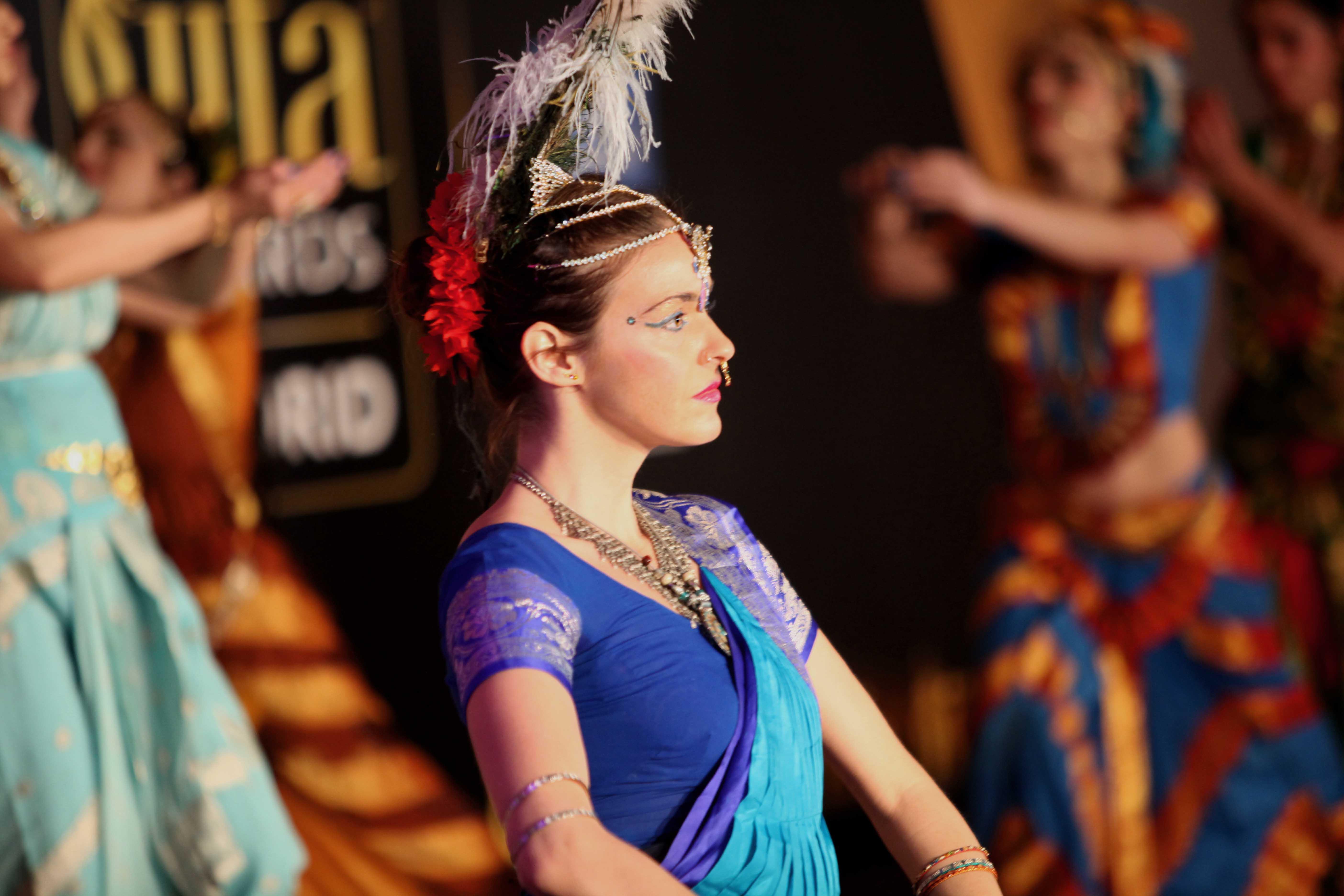 Bailarina en uno de los números intepretados en la presentación madrileña de los Premios de Bollywood el 14 de marzo de 2016. (Foto: IIFA)