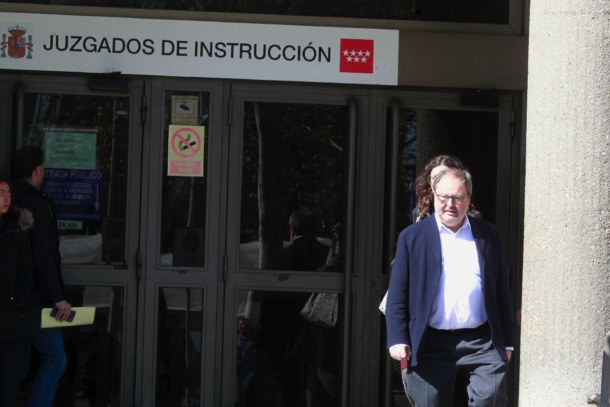 Javier Barbero (Ahora Madrid) en los juzgados de Plaza Castilla. (Foto: EFE)