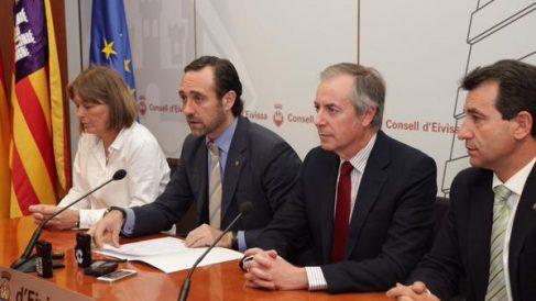 Biel Company (a la derecha) en un acto con el entonces presidente José Ramón Bauzà