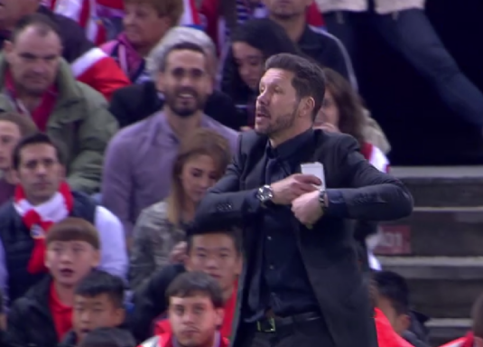 Simeone perdió el móvil.