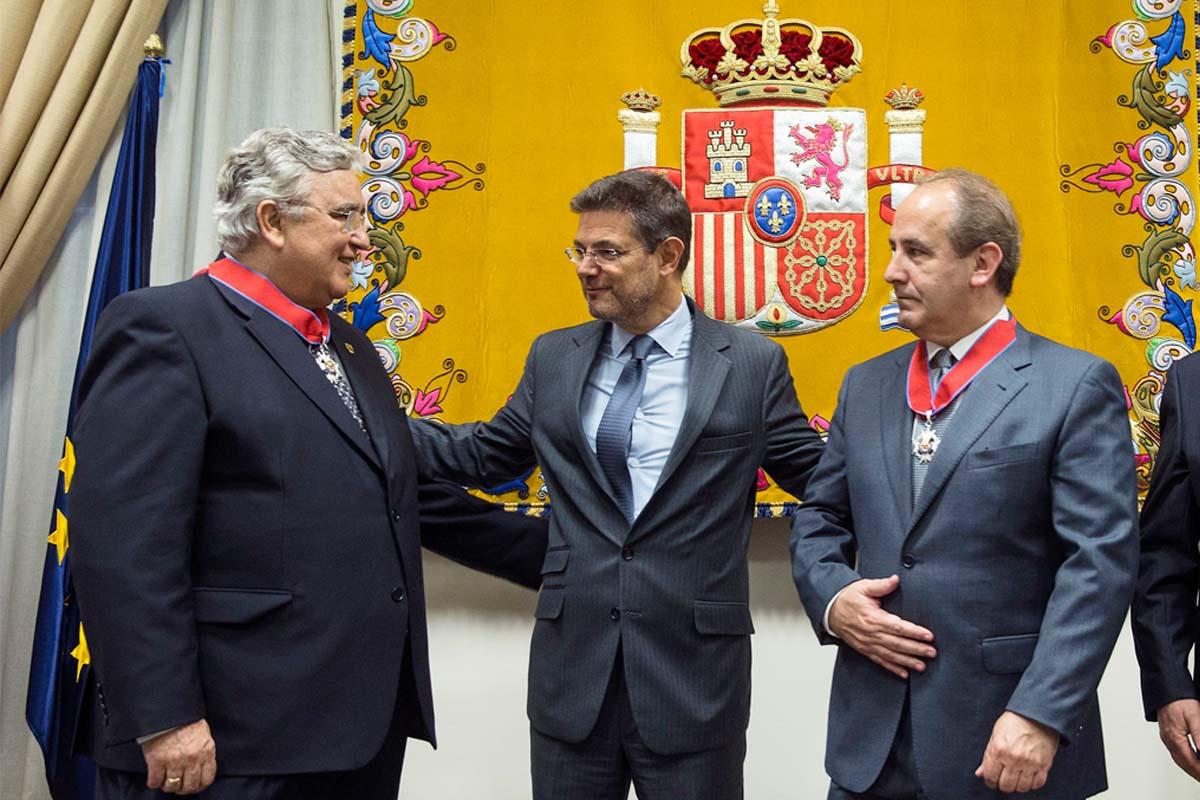 El ministro Catalá en un acto reciente de entrega de condecoraciones. (Foto: EFE)