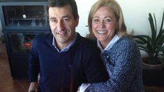 El candidato a presidir el PP de Baleares Biel Company junto a su mujer, Margarita Morey.