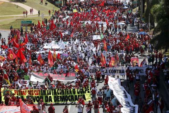 Manifestaciones en las calles a favor de Dilma Rousseff (Foto: Reuters)