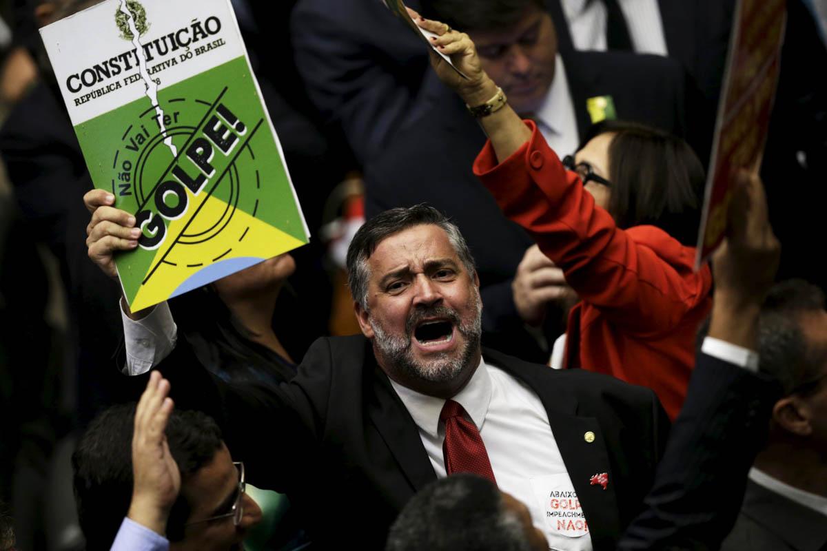 Tensión durante la sesión de impeachment a Dilma Rousseff (Foto: Reuters)