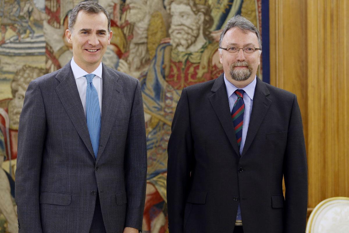 El Rey Felipe VI e Isidro Martínez de Foro Asturias. (Foto: EFE)
