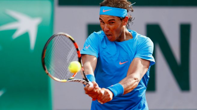Rafael Nadal disputando un partido en Roland Garros