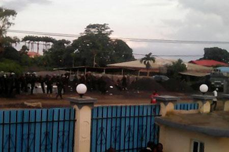 La dictadura de Obiang sitia la sede del partido opositor.