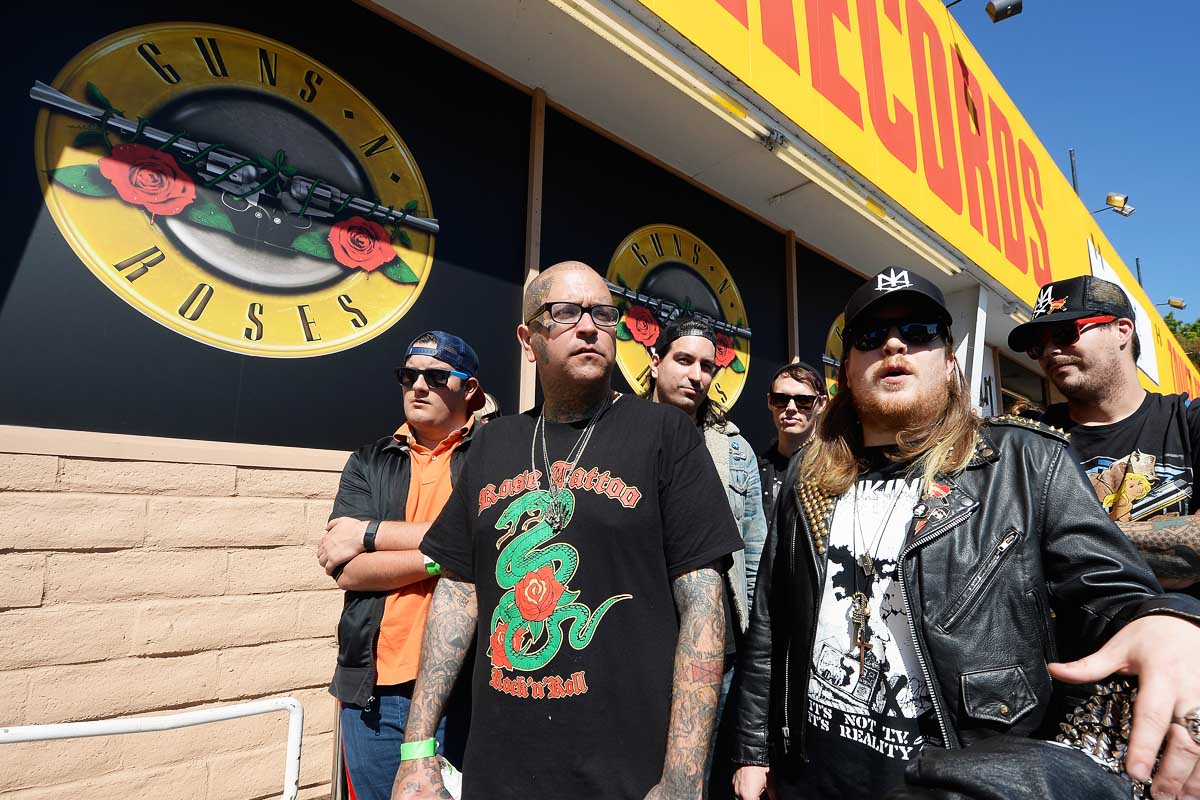 Gran expectación por las entradas para los Guns'n'Roses en el extinto Tower Records (Foto: Getty)