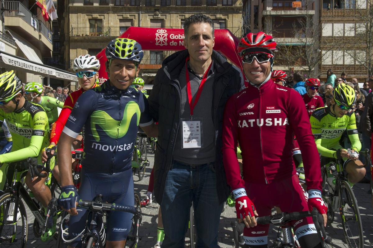 Miguel Indurain se fotografió en la línea de salida con Nairo Quintana y Purito Rodríguez. (Navarra.com)