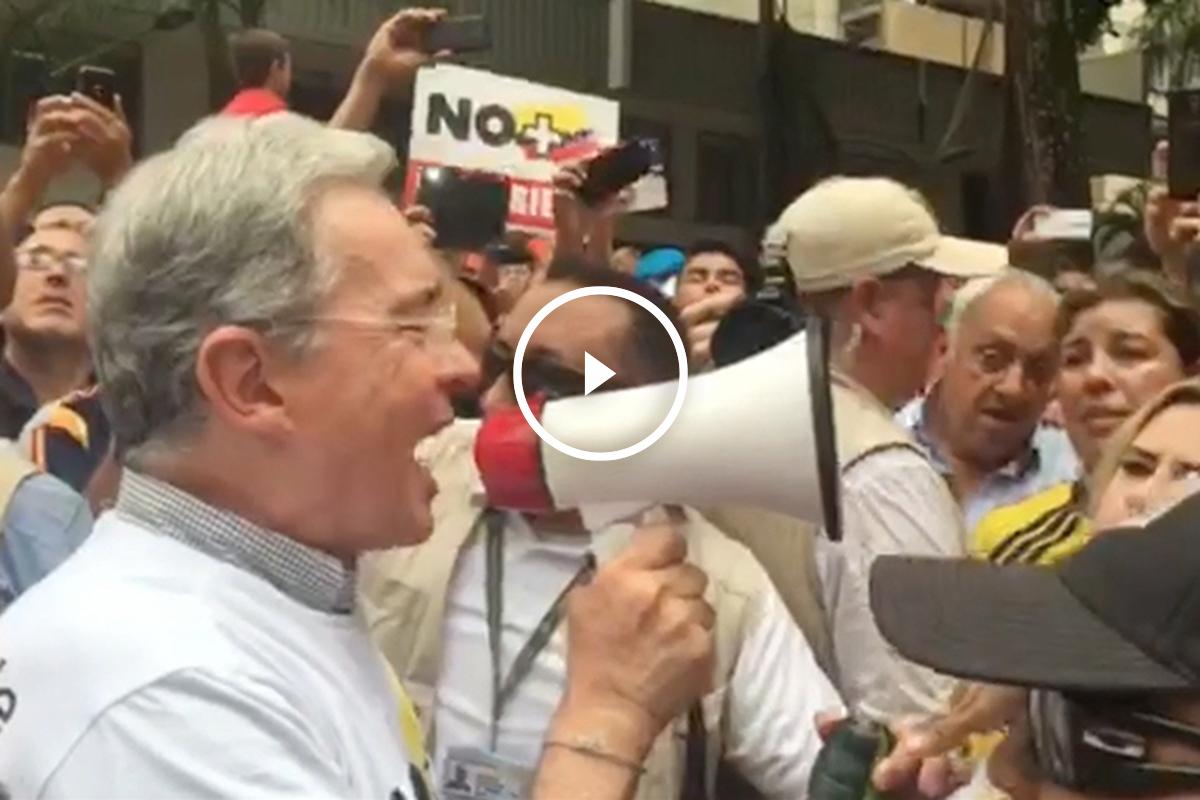 Álvaro Uribe, durante la marcha de Medellín, este sábado. (OKD)