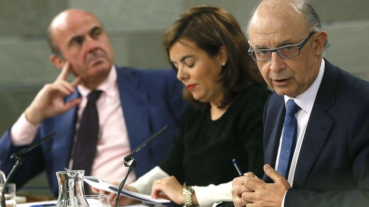 Luis de Guindos, Soraya Sáenz de Santamaría y Cristóbal Montoro, (Fuente: EFE)