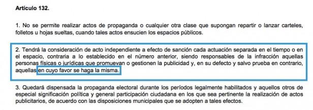 Sabanés incumple su ordenanza de limpieza: empapela Vallecas con su cara en sitios no permitidos