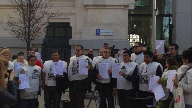 Los antidesahucios hartos de Manuela Carmena piden amparo al Defensor del Pueblo