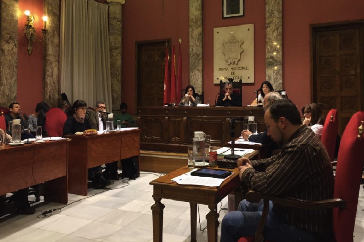 Pleno de Vallecas con su presidente Paco Pérez. (Foto: Twitter)