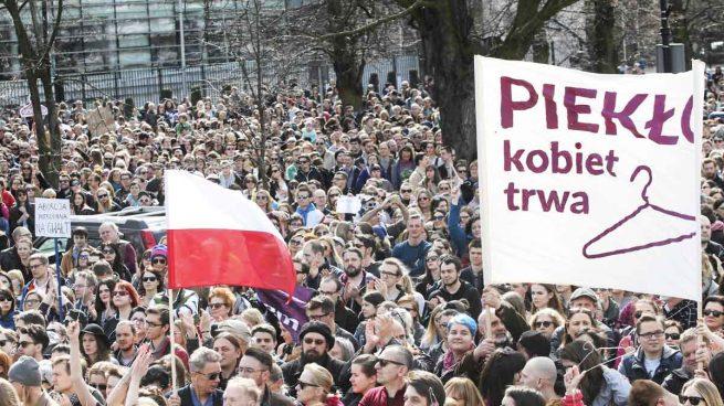 La Unión Europea amenaza con denunciar al Constitucional polaco ante su tribunal de Derechos Humanos