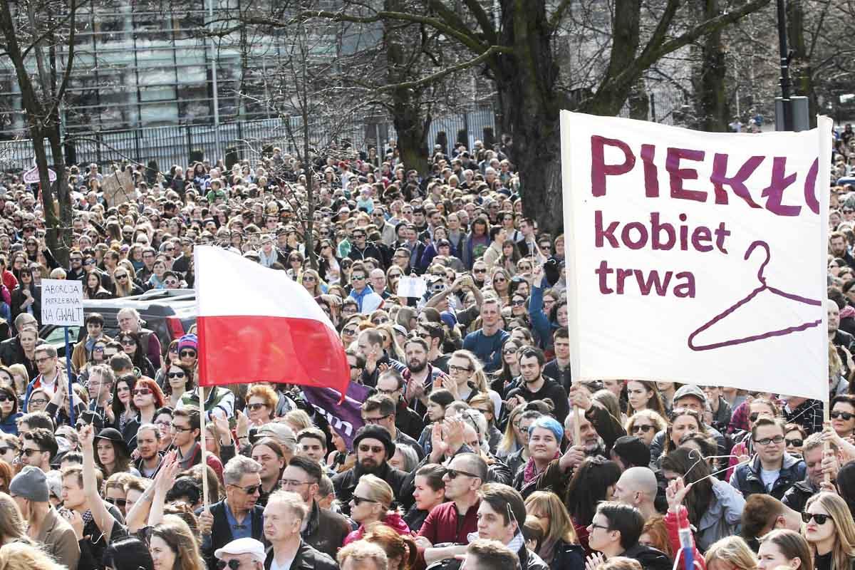 Protestas en Varsovia contra las políticas del ultra derechista Ley y Justicia (Foto: Reuters)