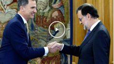 Rajoy saluda a Felipe VI en la tercera ronda de consultas (FOTO:EFE)