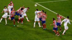 Sergio Ramos, en el momento de su gol que llevó al Madrid a la prórroga en la final de Champions. (Getty)