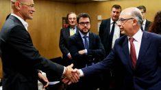 Raúl Romeva y Cristóbal Montoro, durante su reunión en el Ministerio de Hacienda (Foto: EFE)