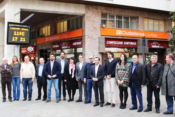Ciudadanos La Rioja frente a su nueva sede (Foto: Twitter)