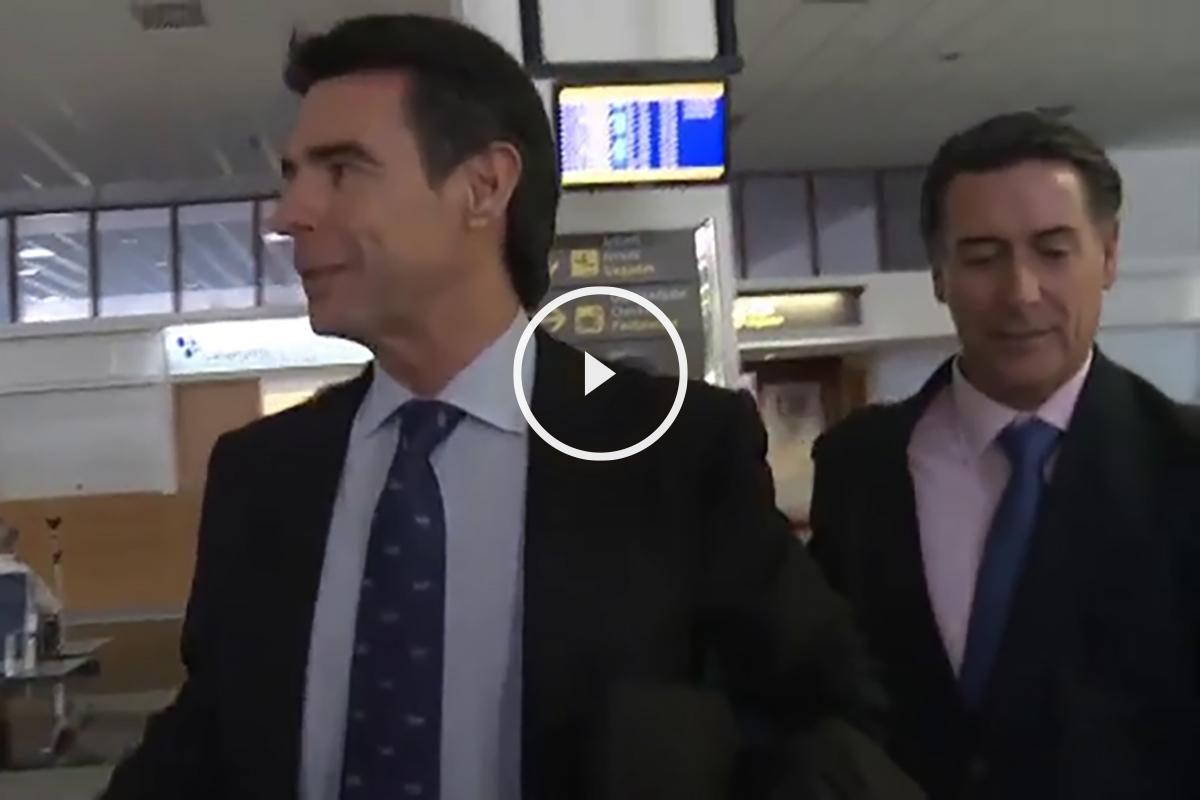 El ministro en funciones Soria a su llegada a Lanzarote