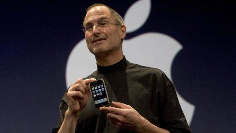 Steve Jobs durante la presentación del primer iPhone (Foto: GETTY).