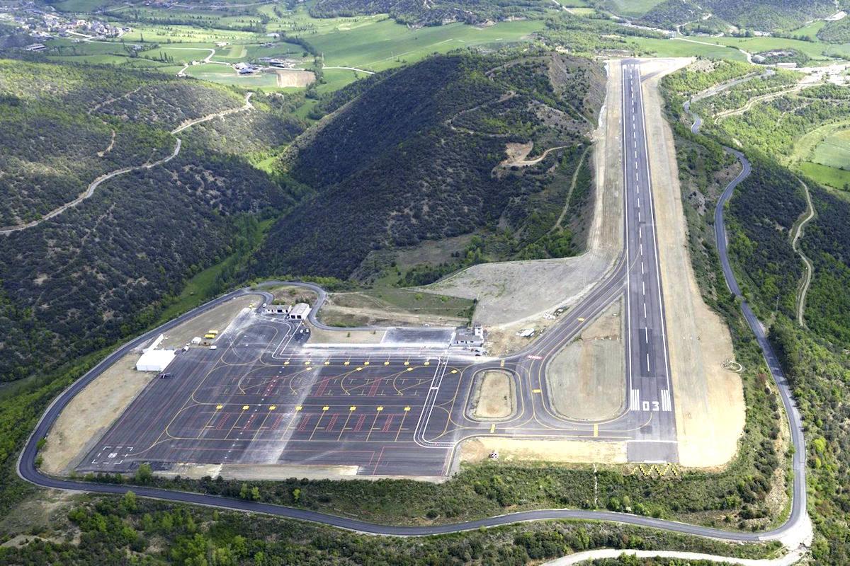 Vista aérea del aeropuerto de Andorra-La Seu.