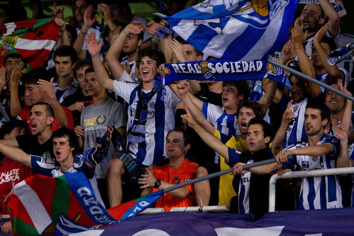 Aficionados de la Real Sociedad en un partido en Anoeta. (Getty)