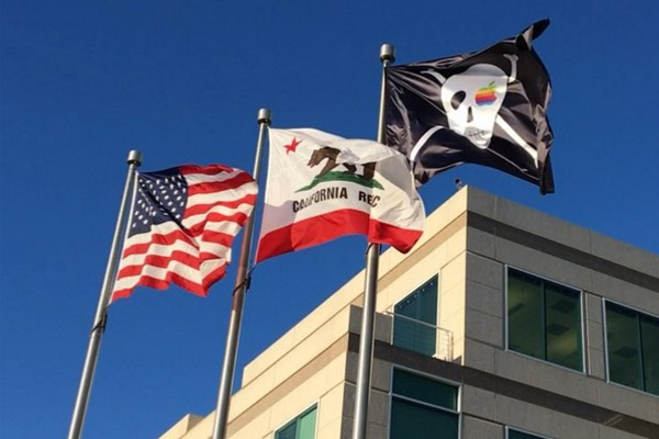 Así luce la bandera pirata en las oficinas de Apple (Foto: Instagram)