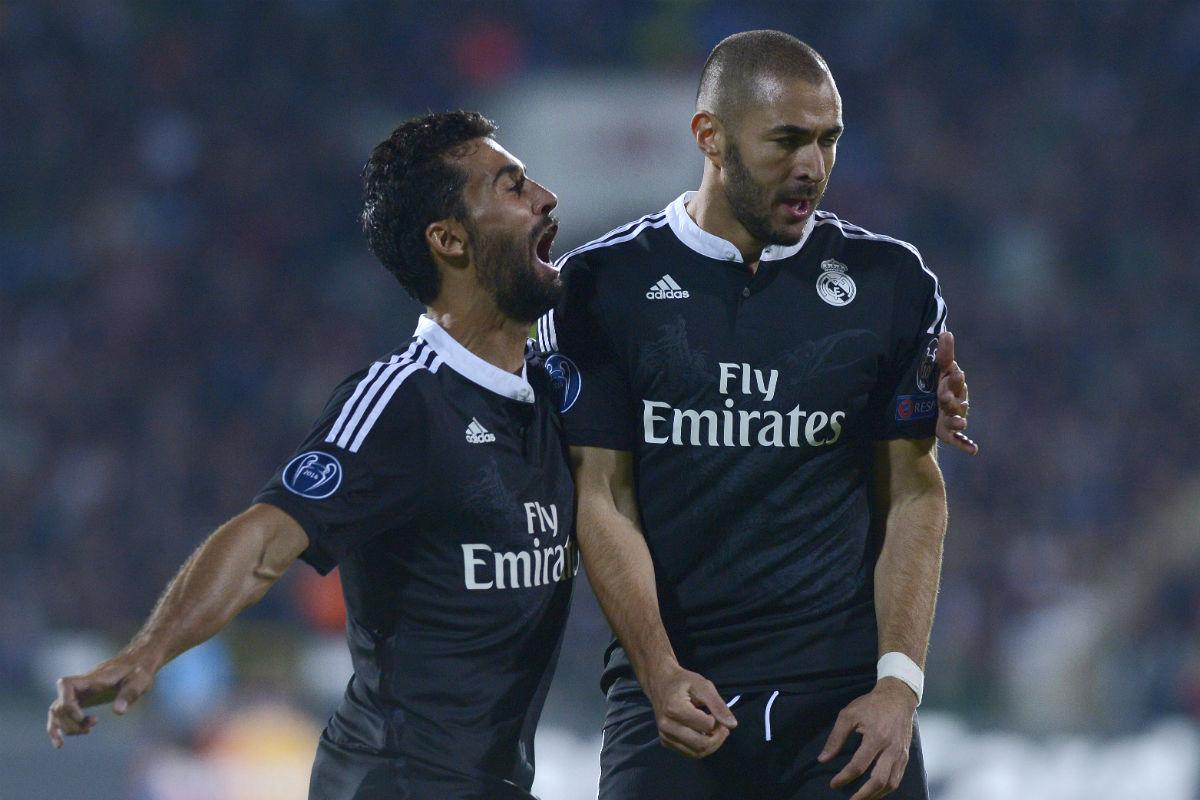 Arbeloa y Benzema, en un partido del Real Madrid. (AFP)
