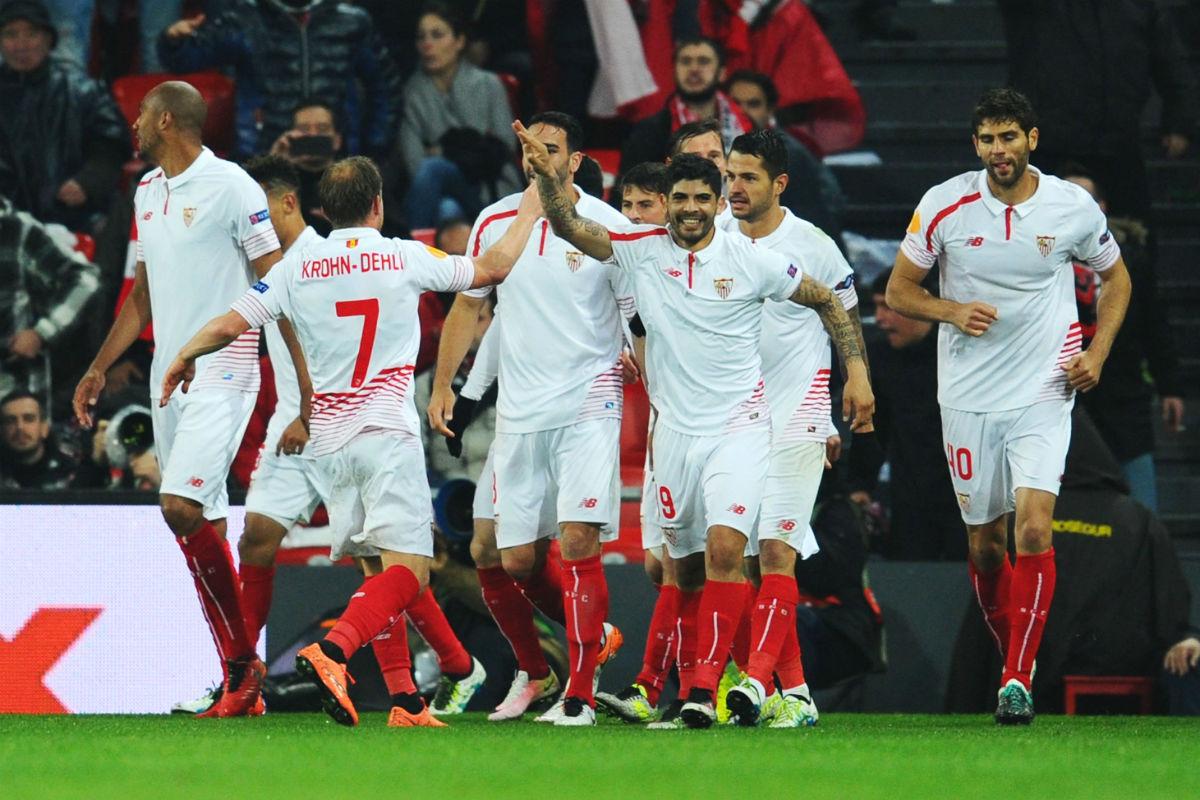 Los jugadores del Sevilla celebran un gol en la Europa League. (Getty)