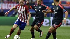 Saúl es perseguido por Thiago. (AFP)