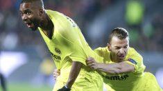 Bakambu y Soldado celebran un gol del Villarreal. (Reuters)