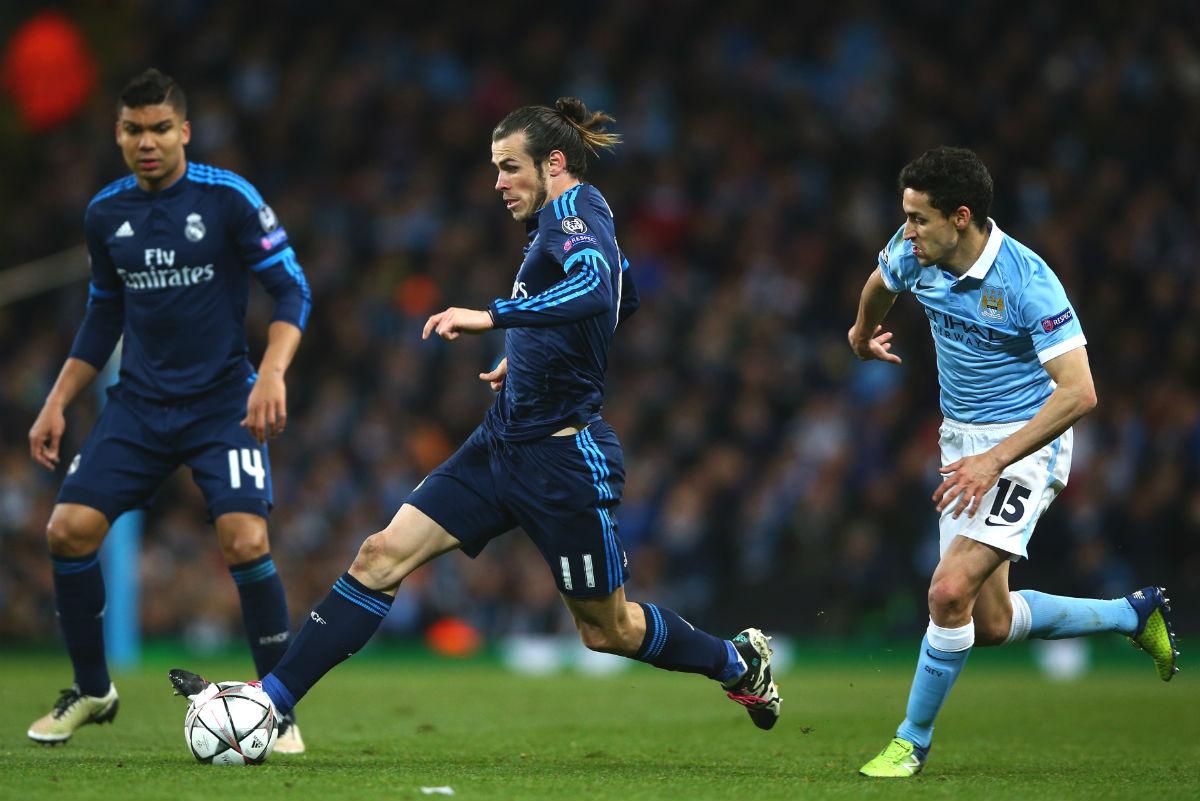 Bale realiza una galopada ante Jesús Navas. (Getty)