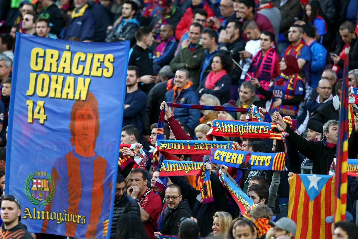 La afición del Barcelona pidió la independencia. (EFE)