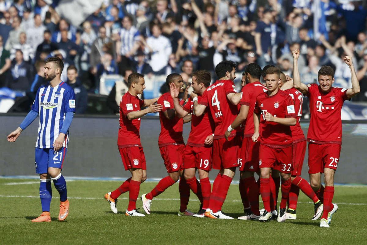 Los jugadores del Bayern celebran un gol contra el Hertha. (Reuters)