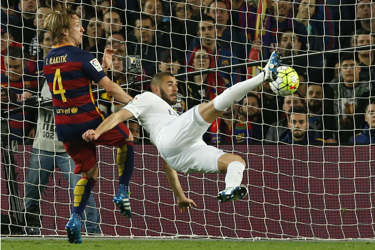 Benzema remata de chilena el 1-1. (Reuters)