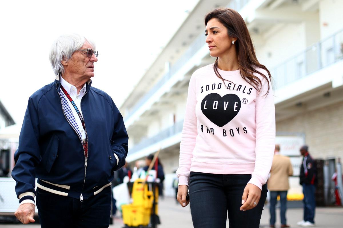 Bernie Ecclestone, junto a su esposa Fabiana. (AFP)