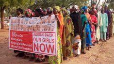 Manifestantes en Nigeria piden la liberación de las secuestradas. (Foto: AFP)