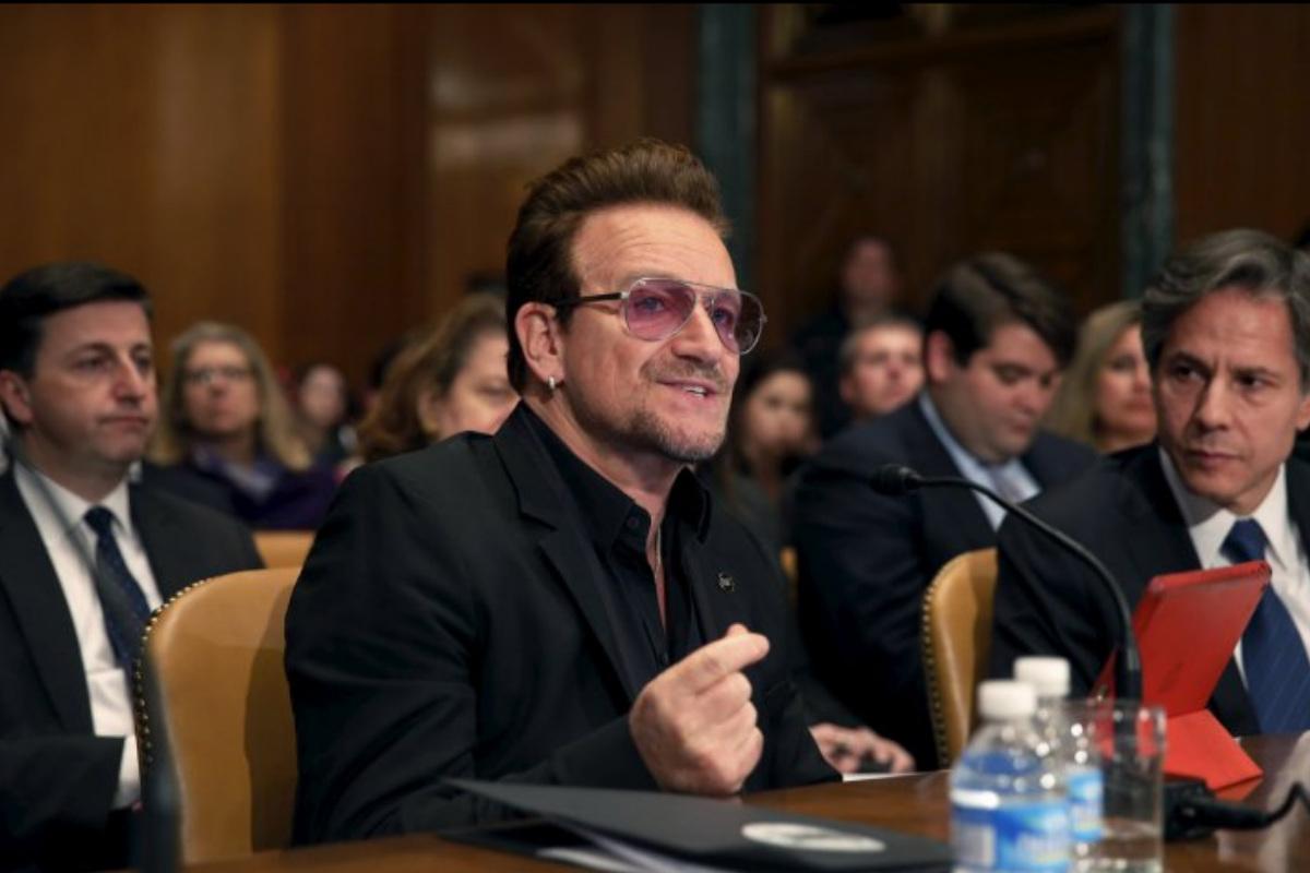 El cantante de U2 Bono durante su intervención en el subcomité del Senado estadounidense. (Foto: @ReportUK)