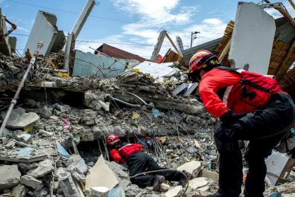Imagen de una de las casas destruidas por el terremoto en Ecuador. (Getty)