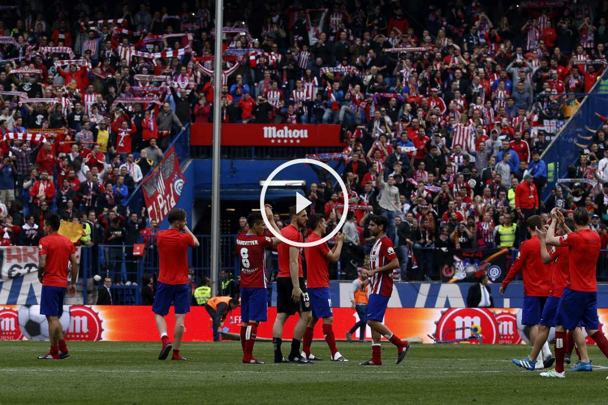 La afición del Atlético ovacionó a sus jugadores. (EFE)