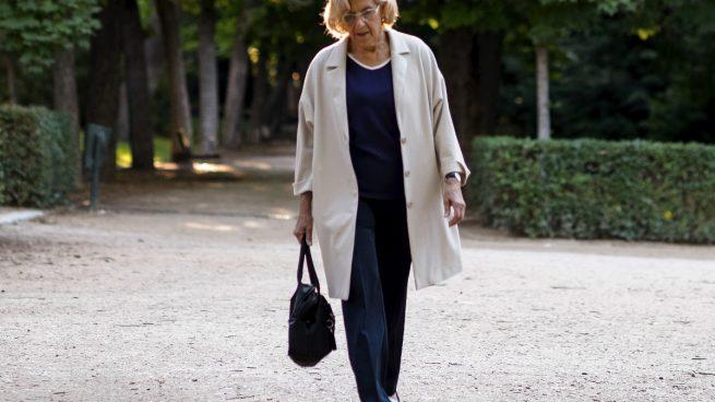 Carmena obliga a los suyos a ir en turista tras desvelar OKDIARIO que viajan como pachás en business