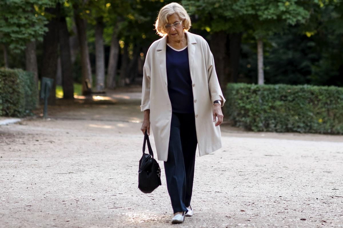 La ex jueza paseando por el Retiro. (Foto: AFP)
